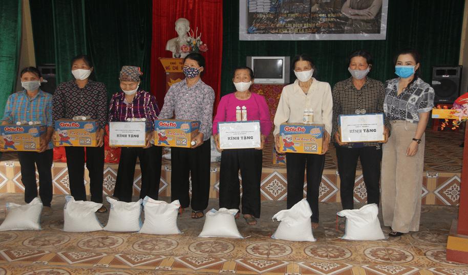 Hội nông dân xã An Đồng phối hợp với Công ty TNHH sản xuất TM&DV Giang Thu Hà trao 70 xuất quà cho hộ nghèo, hộ cận nghèo phòng chống dịch, bệnh Covid-19