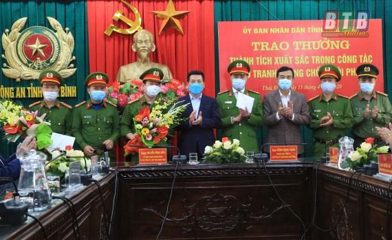 Các đồng chí lãnh đạo tỉnh thăm, động viên lực lượng công an khám phá các vụ án dư luận quan tâm