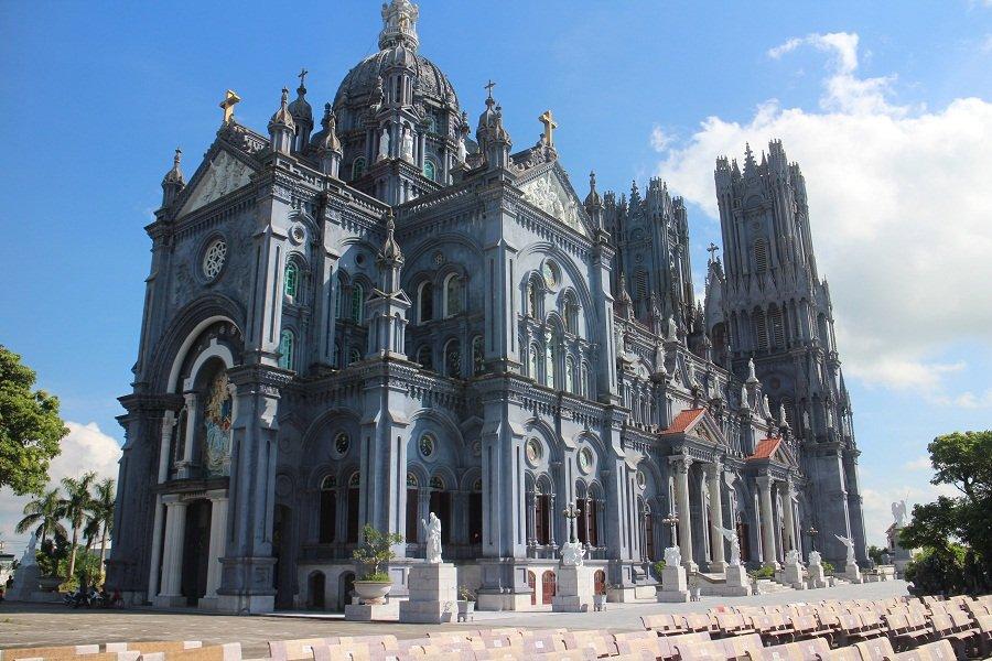 Ngỡ ngàng tưởng trời Âu tại nhà thờ Bác Trạch – Thái Bình